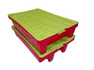 Lid for 60×40 cm plastic crates with tightening device on the handles