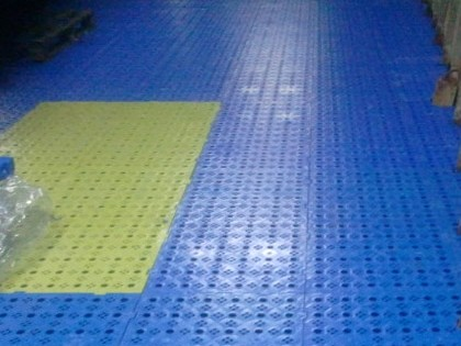Slip-resistant surfacing